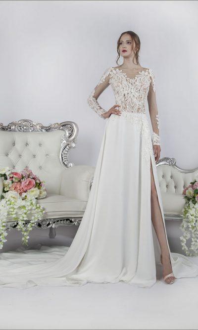 Svatební šaty smetanové barvy s rozparkem