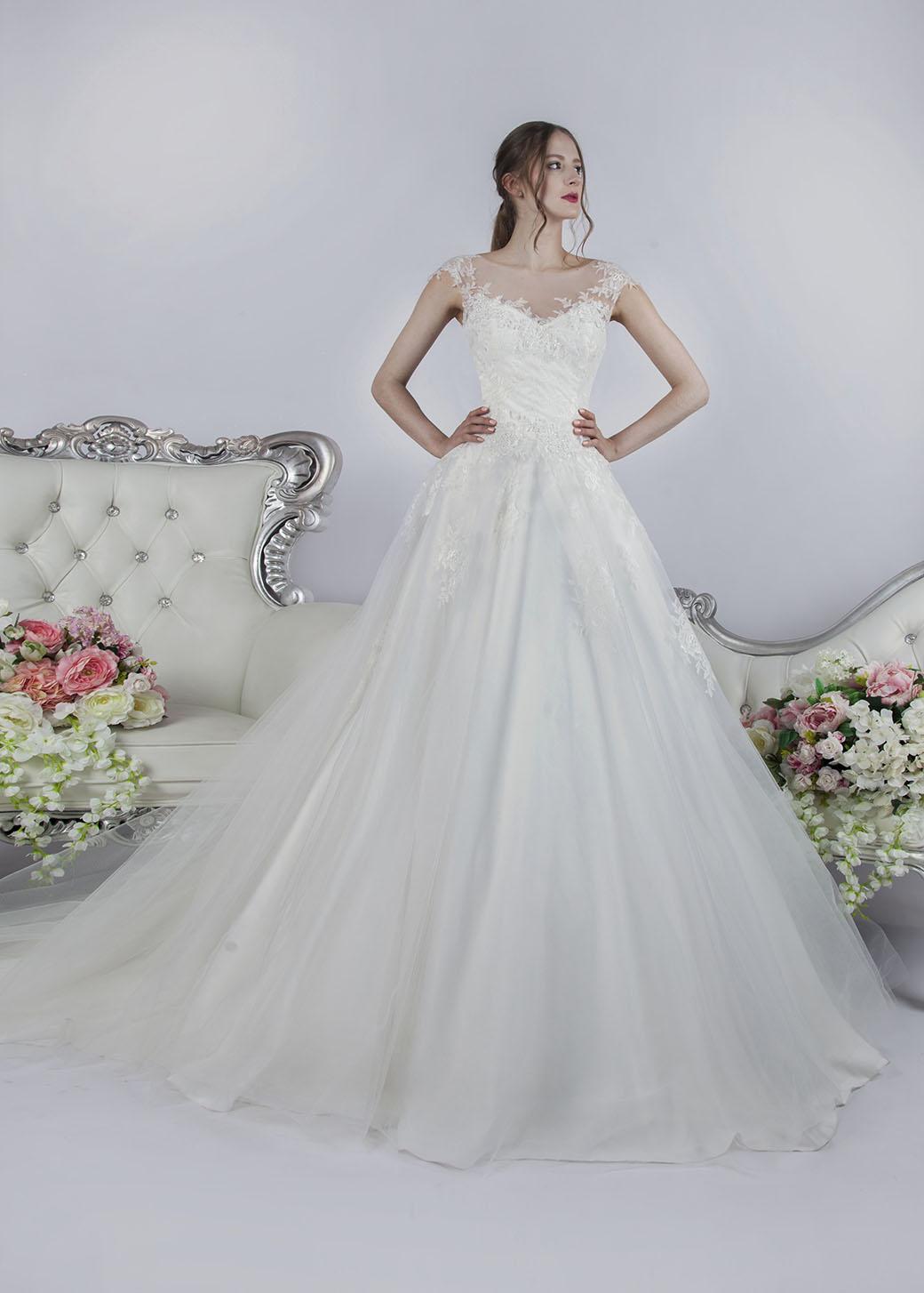 Luxusní bohaté svatební šaty Praha