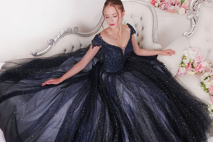 Bohaté princeznovské plesové šaty Praha třpytivé