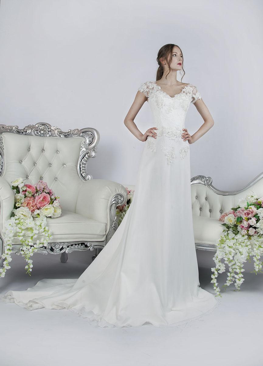 stylové svatební šaty smetanové barvy