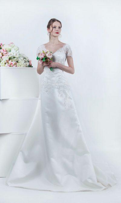 Krajkové svatební šaty se saténovou sukní