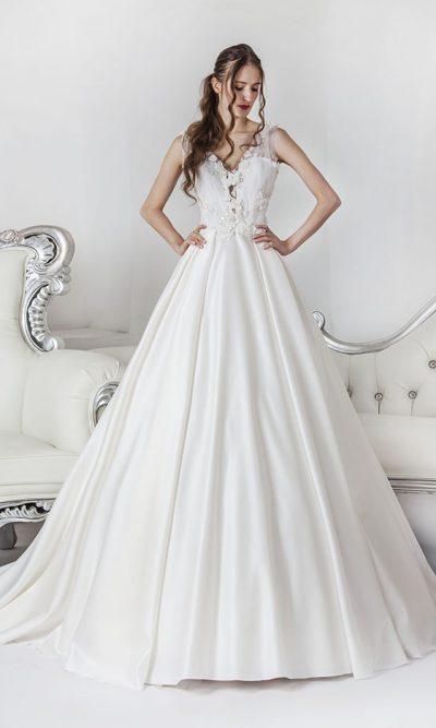 Drapované svatební šaty z tylu a saténu