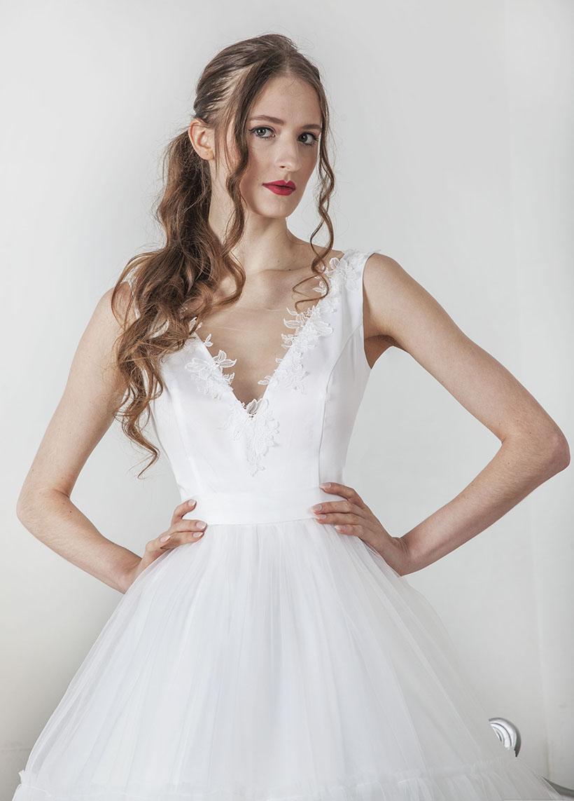 Krajkové svatební šaty s volány stylu boho
