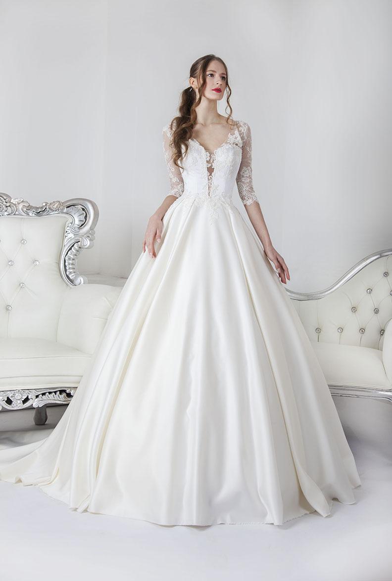 Krásné dlouhé svatební šaty pro princeznu
