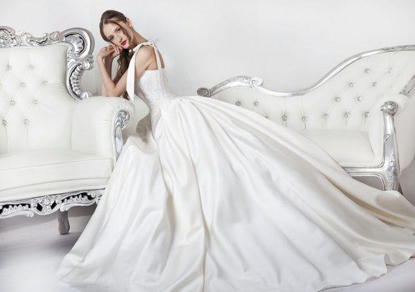 Svatební šaty velké velikosti ze saténu a z krajky
