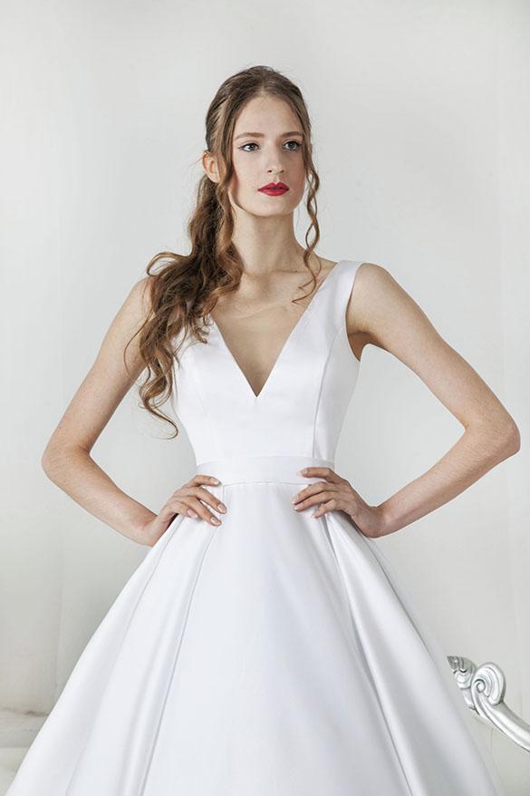 Svatební šaty ze saténu bez zdobení