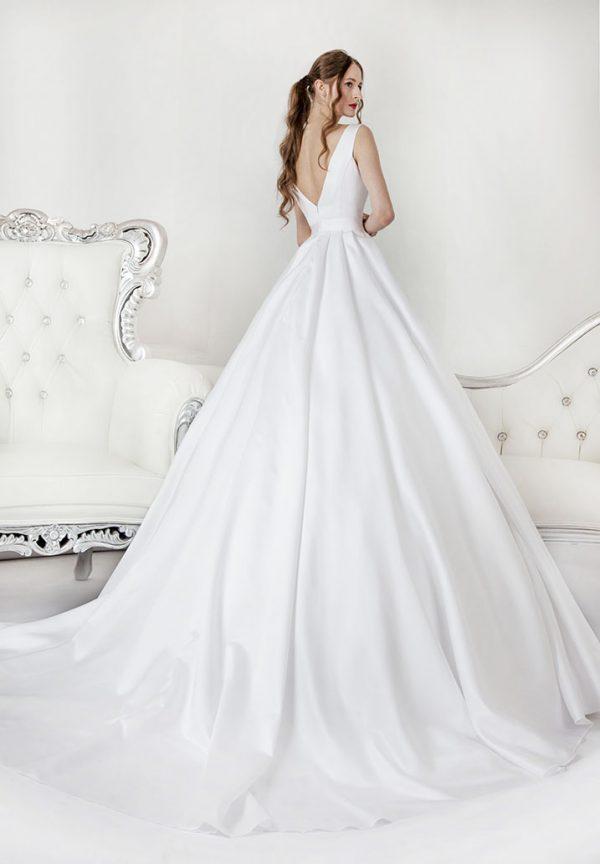 Princeznovské svatební šaty bez zdobení salon Praha