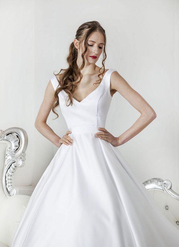 Svatební šaty s korzetem a ramínky
