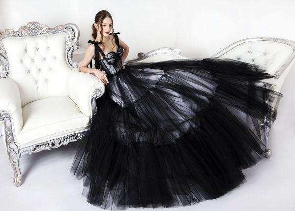 Princeznovské společenské šaty černé barvy