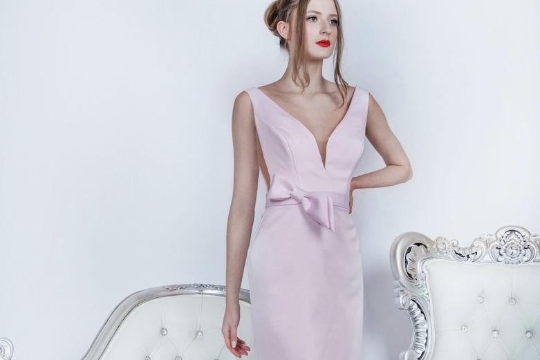 Originální růžové svatební šaty