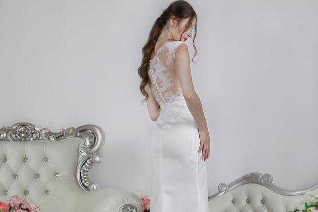 Bílé svatební šaty svatba v kostele