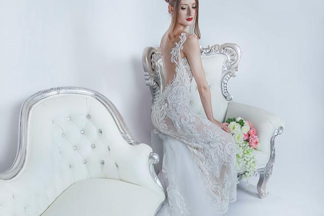 Svatební šaty s průhlednými zády a sexy krajkou