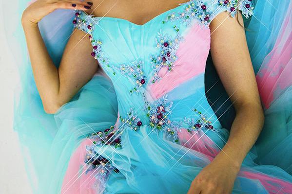 Tyrkysové a růžové plesové šaty na maturitní ples