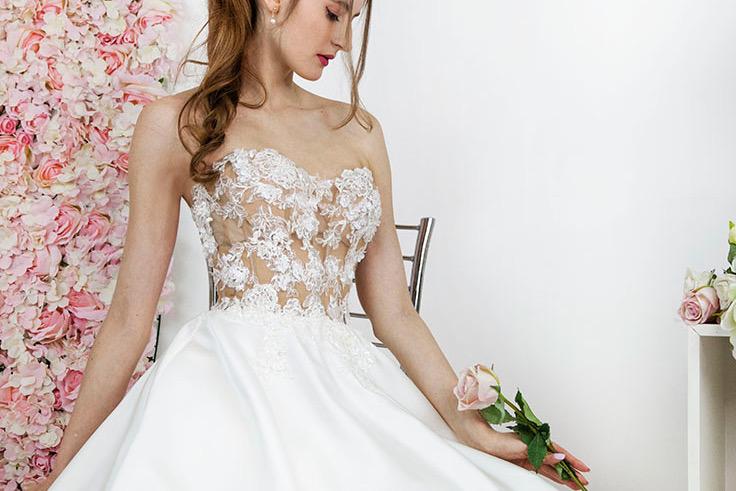 Krajkové svatební šaty na míru v Praze