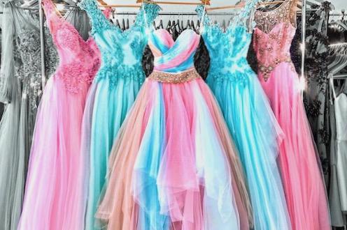 Dokonalé plesové šaty na maturitní ples pro princeznu s třpytky